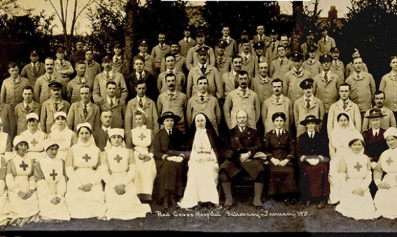 Soldiers and Red Cross nurses in a group photograph